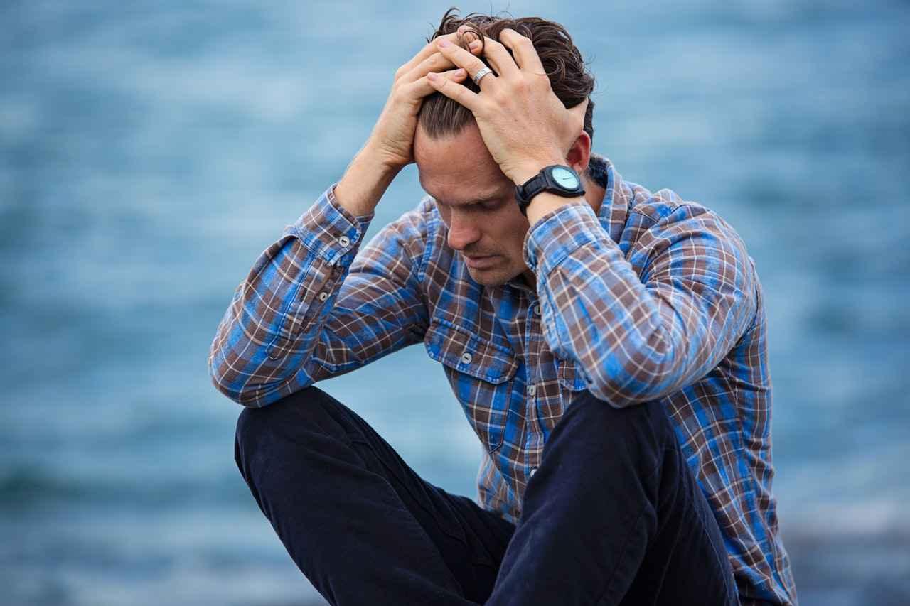 仕事を辞める時、親に伝えるべきか