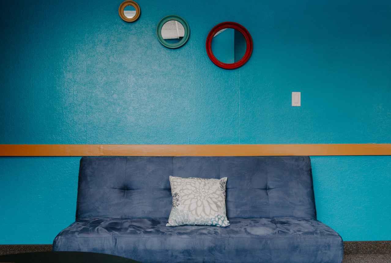 一人暮らしにソファが必要あるか?【必要がない理由】