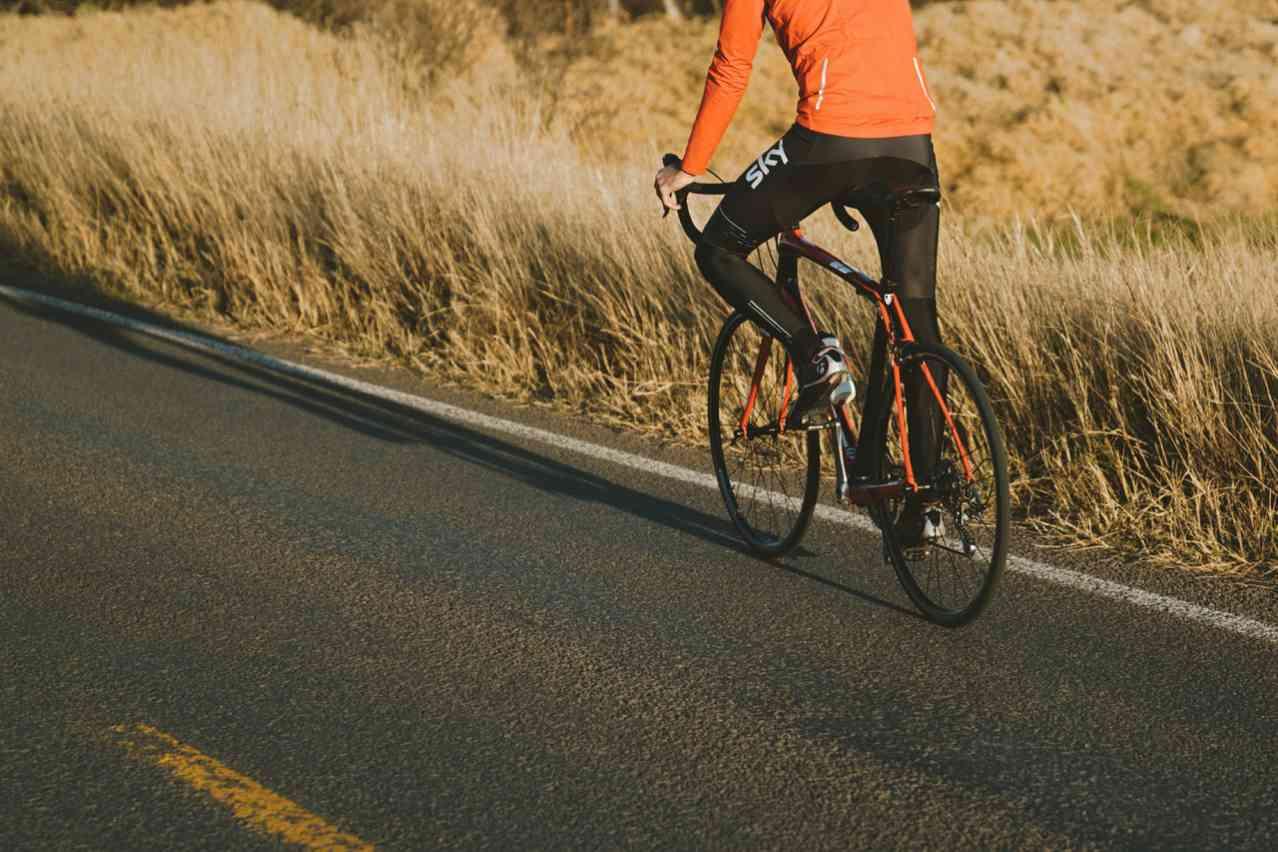 ロードバイクでヒルクライムを楽に走行する方法<