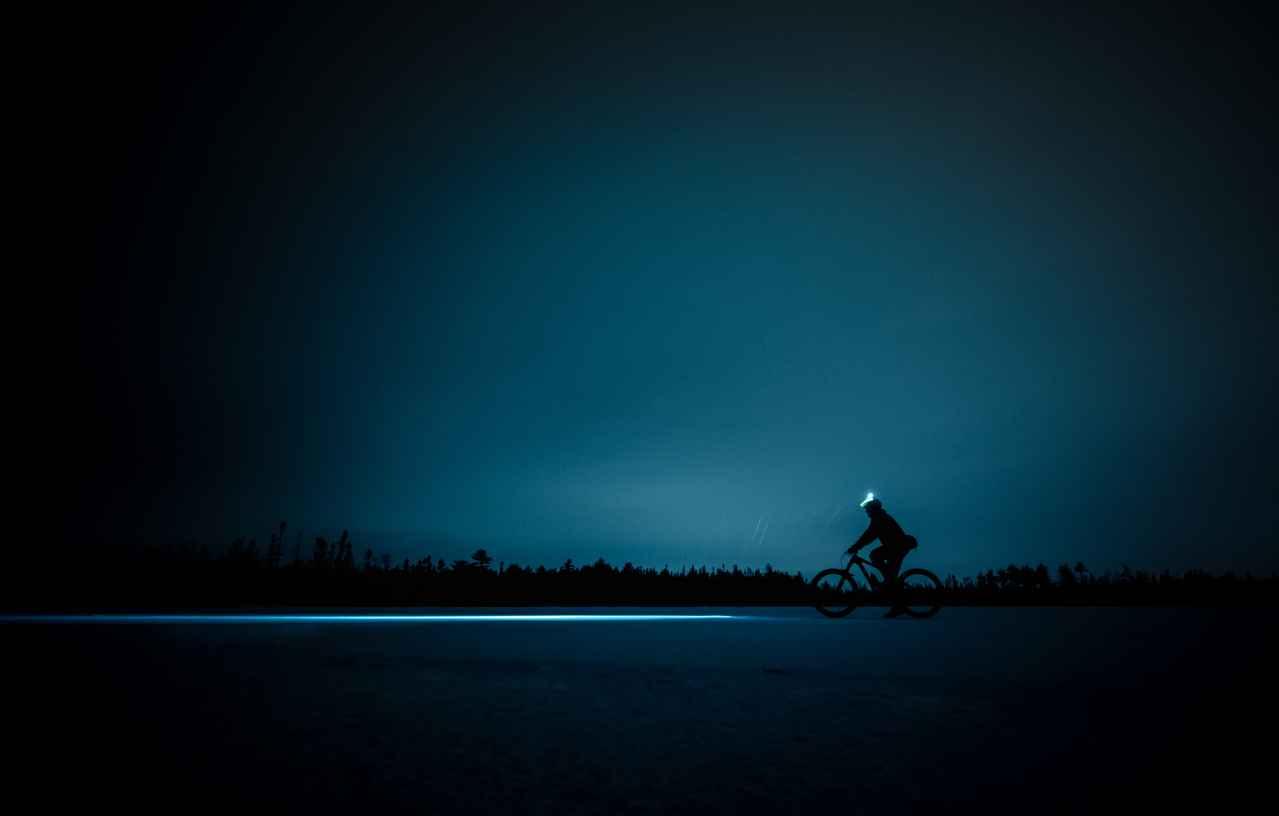 ロードバイクで夜に走行する時のメリット・デメリット