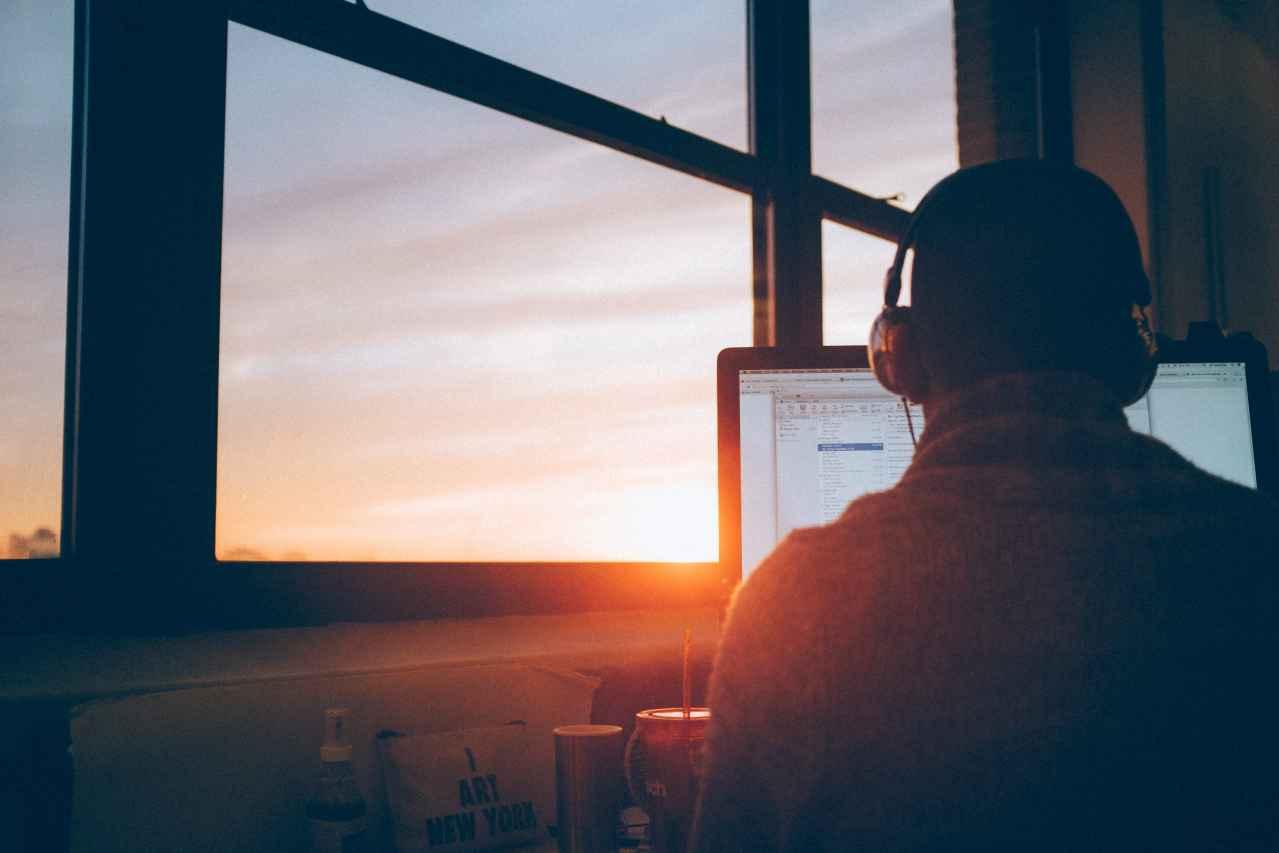 職場でのぼっちが寂しくなる理由【解決方法も紹介】