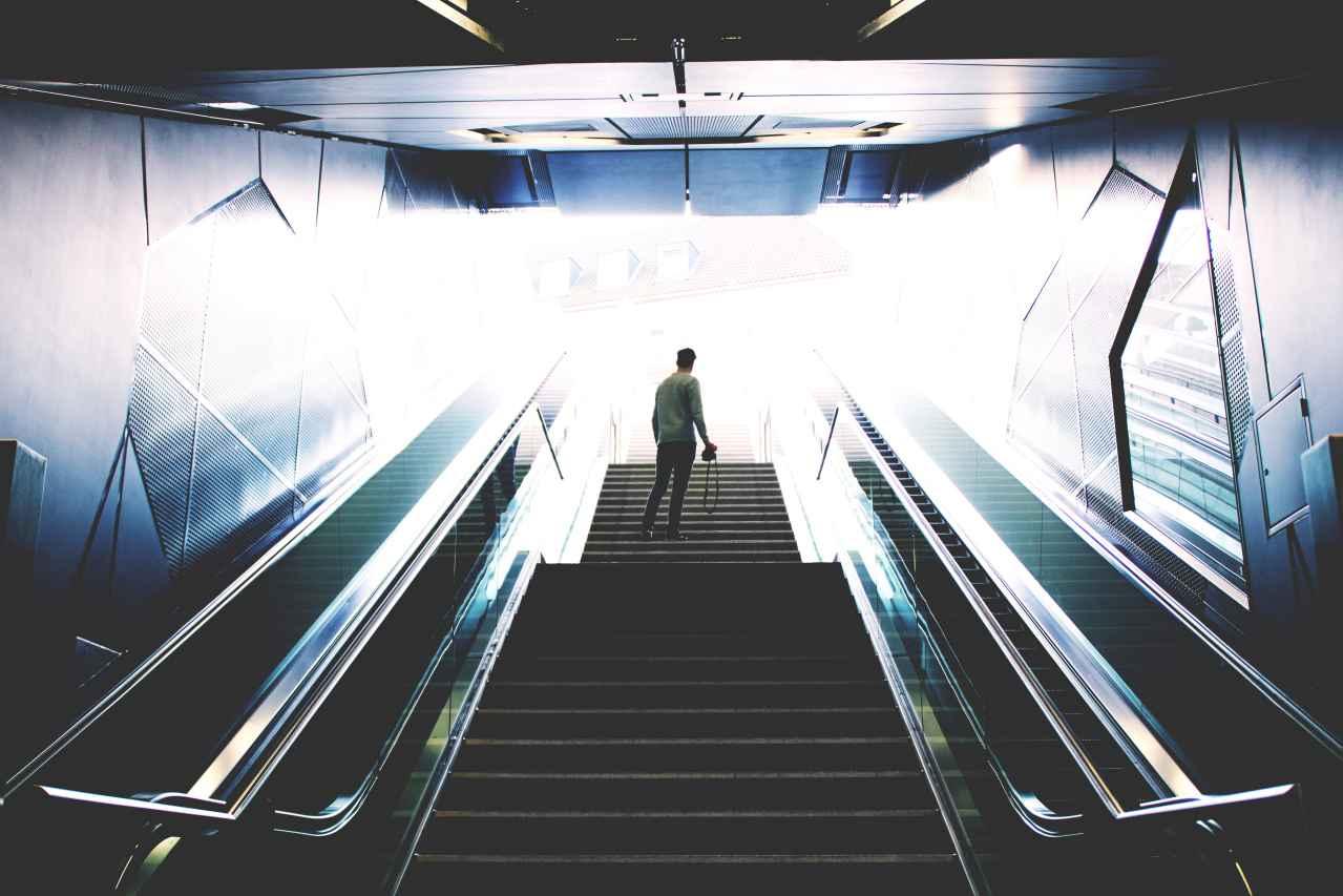 仕事を辞める勇気が出ない原因とは?【原因は3つです】