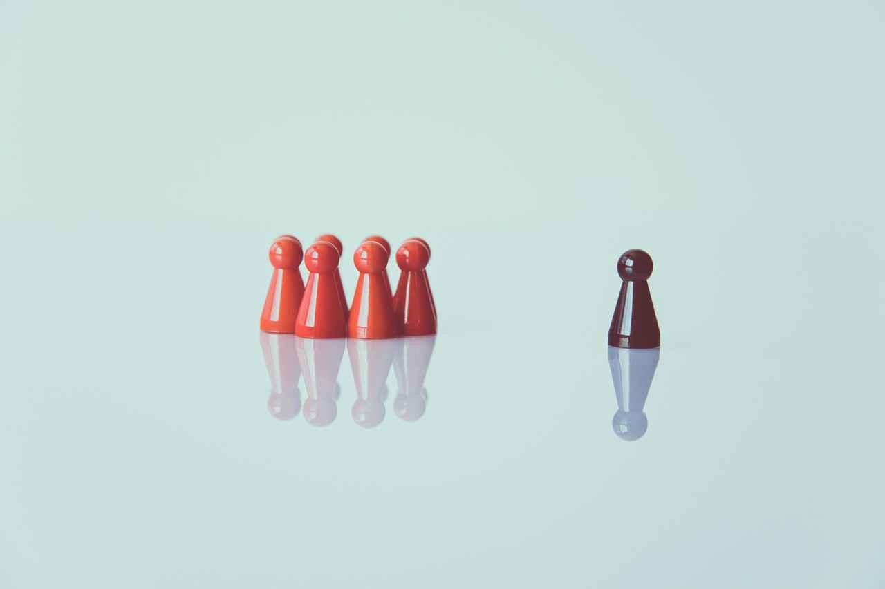 2:【悲報】頑固な性格を直しても、周囲と仲良くできない
