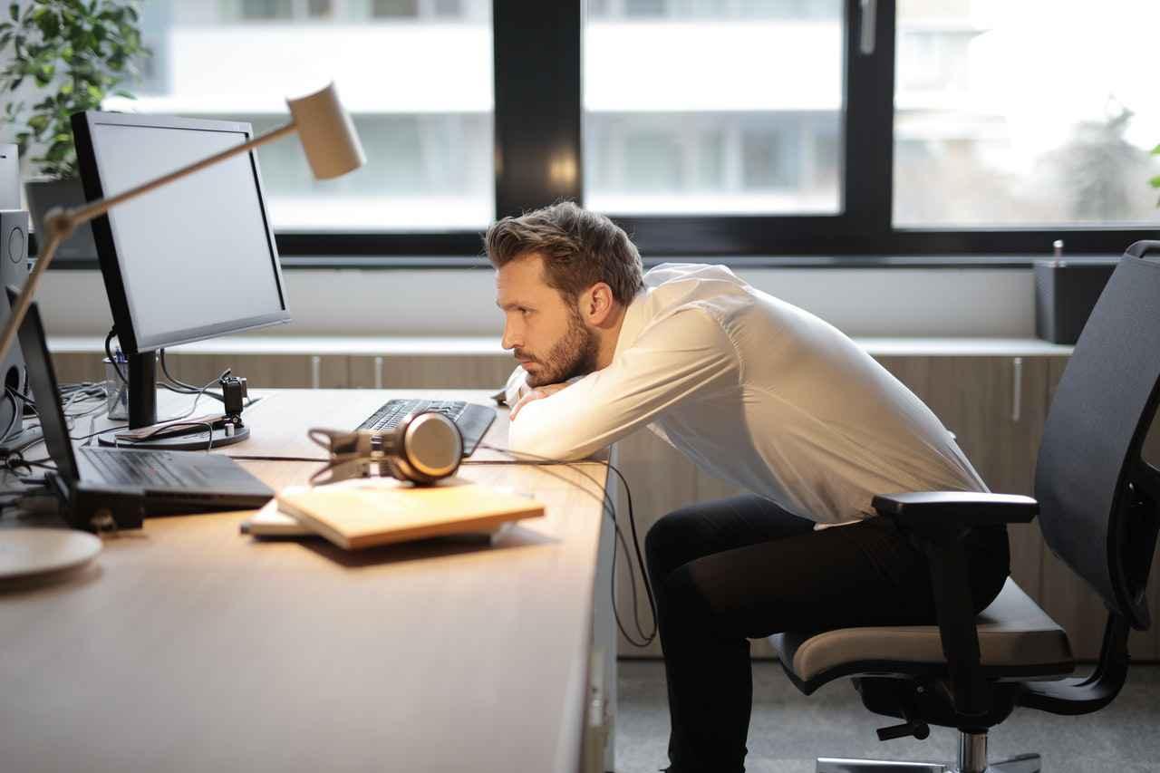 職場で仲間外れにされ辛いなら読もう【対処方法を紹介】