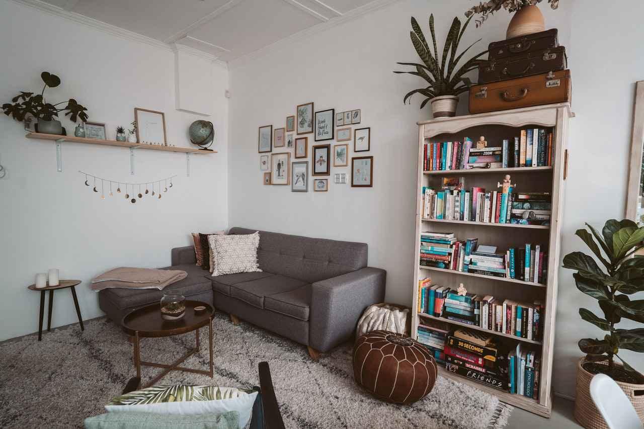 1:一人暮らしにおすすめの本棚3選