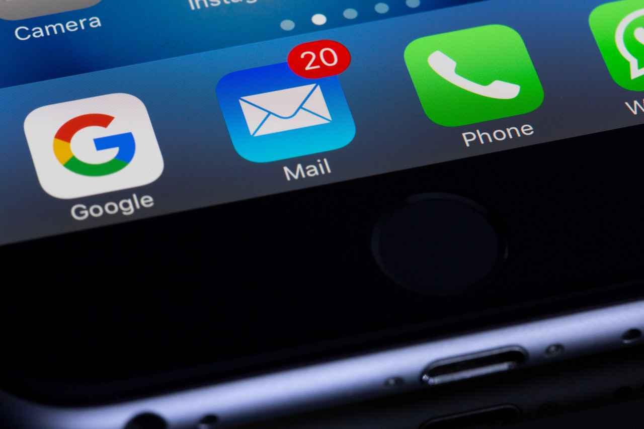 電話とメールどっちを優先すべき?【結論:メール】