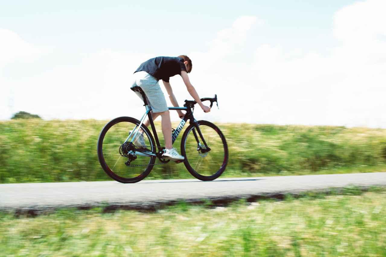 ロードバイクの腰痛を解消する方法【意識だけで効果がある方法もあり】