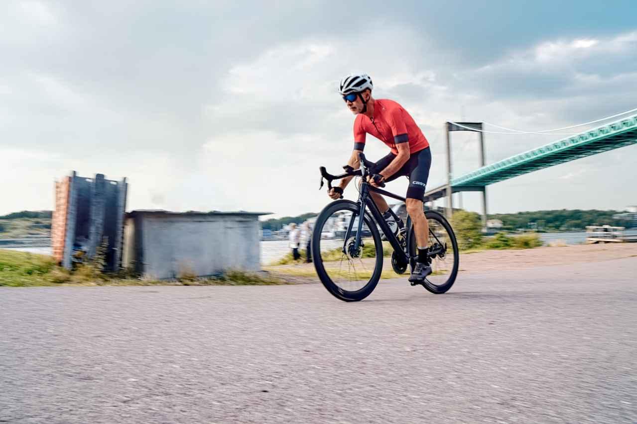 ロードバイクにおすすめの空気入れ3選【楽に入れられます】