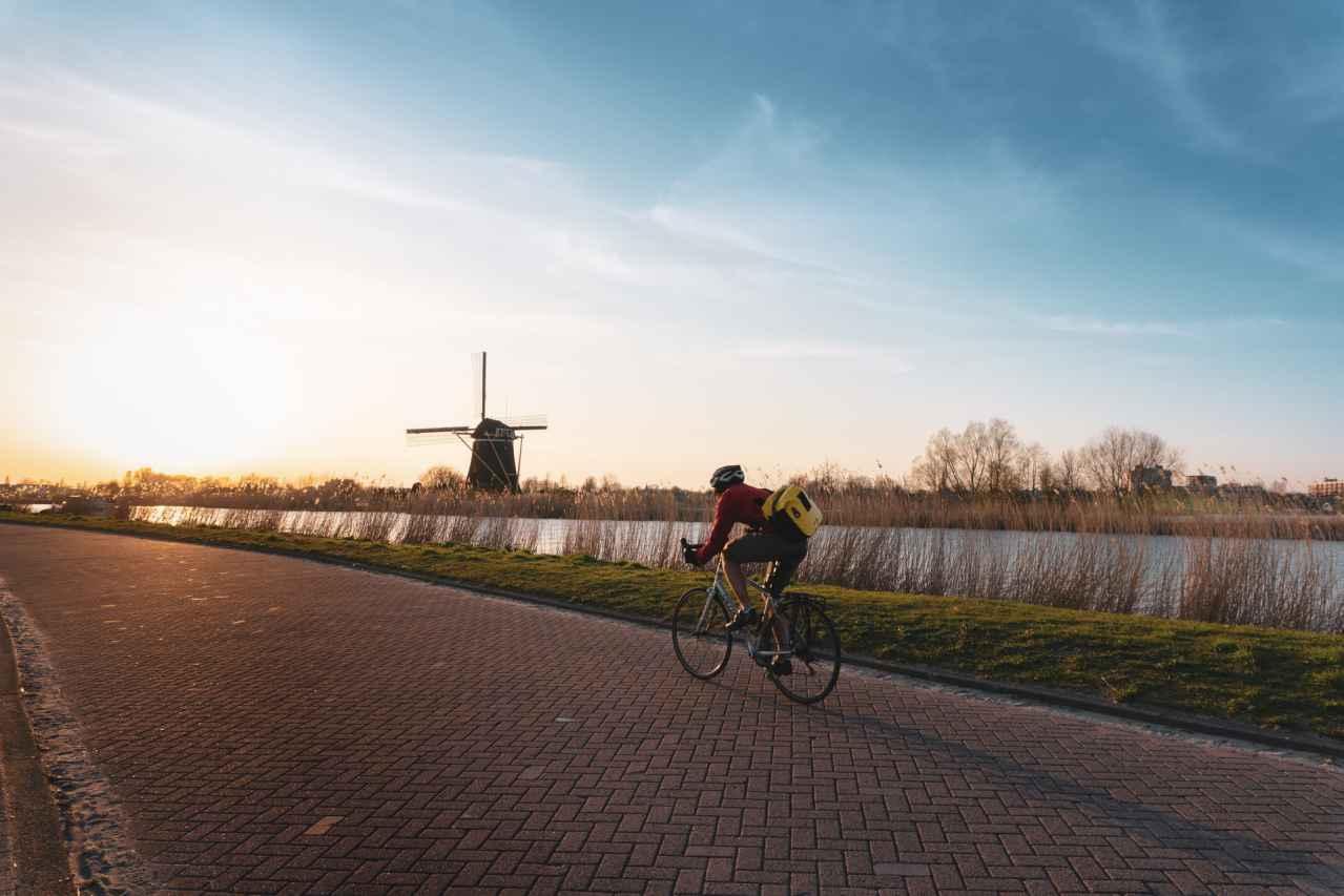 ロードバイクで歩道と車道の段差を乗り越えるべき?【絶対に辞めよう】
